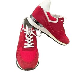 Découvrez tous les styles de basket louis vuitton femme rouge pour hommes,  femmes et enfants dans une gamme de tailles et de styles. 200ff1d2f4e